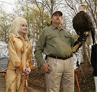 Dolly Parton honors America's eagles in Dandridge, Tennessee on April 10, 2008